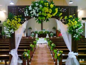 dekorasi bunga untuk pernikahan di gereja